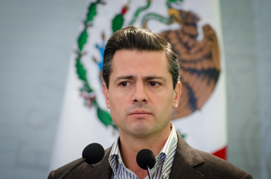 MÉXICO, D.F., 18ENERO2013.-  Enrique Peña Nieto, Presidente de México, durante la entrega de Apoyos del Programa de Ordenamiento de la Propiedad Rural. Ésto se llevó acabo en la explanada Francisco I. Madero de la Residencia Oficial de Los Pinos. FOTO: MISAEL VALTIERRA / CUARTOSCURO.COM