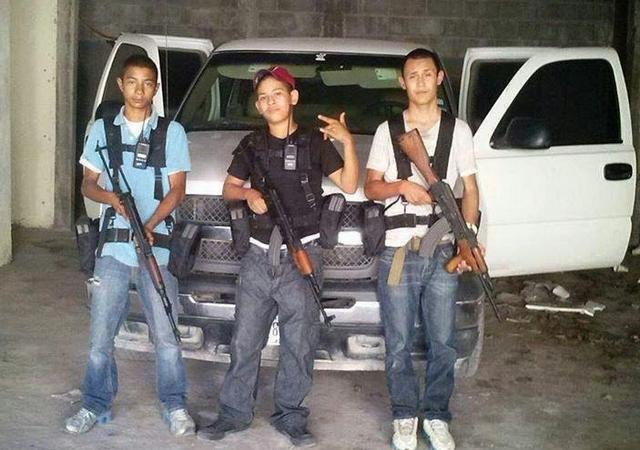 JovenesNarcos.jpg