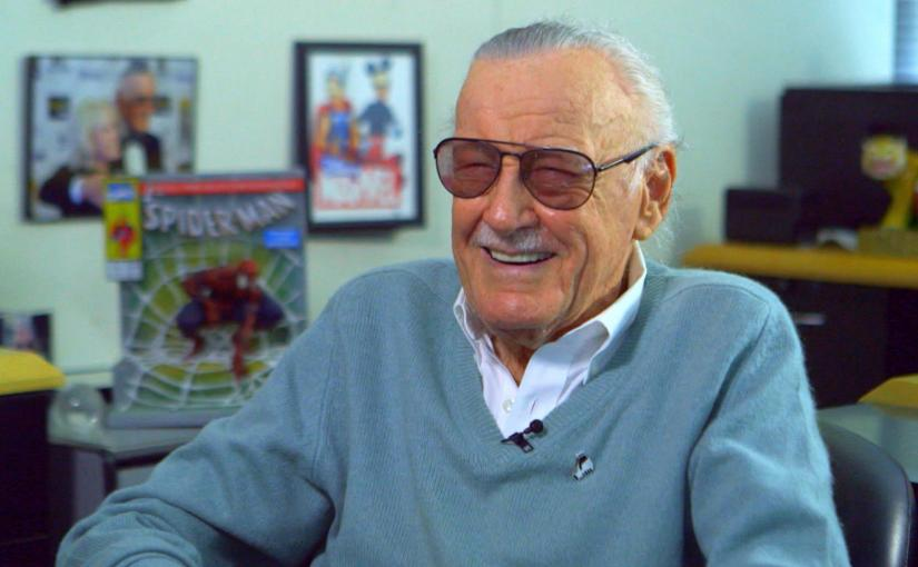 Muere Stan Lee y le roba cámara a DouglasRain